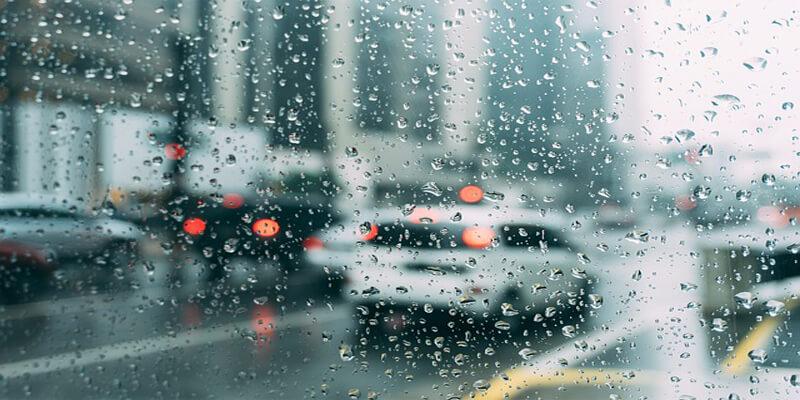 هل نجمع في الحَضَر بعذر المطر؟